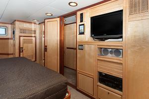 92' Motor Yacht Ortona Navi 1989 Master Suite