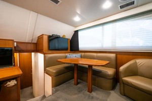 42' Post Convertible 1997 5 Dinette and Tv