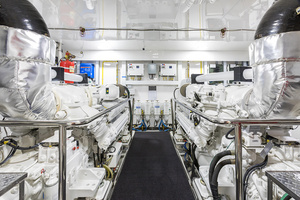 78' Ocean Alexander  2014 Engine Room