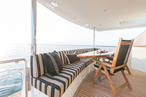 78' Ocean Alexander  2014 Aft Deck Seating