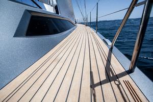 77' Goetz / Derecktor Custom Sparkman & Stephens Designed Performance Sailing Yacht 1996 SIDE DECK
