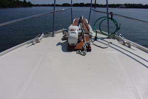 43' President motor yacht 1985