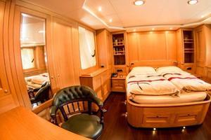 78' Cantiere Navale Di Pesaro Naumachos 82 2009 Forward Cabin