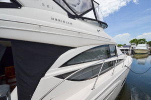 39' Meridian 391 Sedan Bridge 2011 Detailed