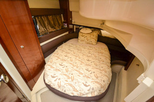 39' Meridian 391 Sedan Bridge 2011 VIP Berth