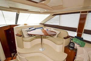 39' Meridian 391 Sedan Bridge 2011 Dinette
