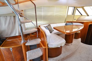 61' Viking Princess Sport Cruiser 2004 Dinette