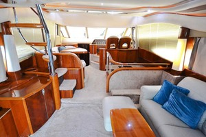 61' Viking Princess Sport Cruiser 2004 Salon Forward