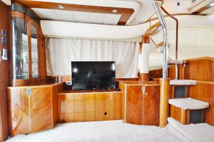 61' Viking Princess Sport Cruiser 2004 Salon Port