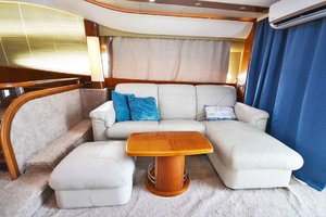 61' Viking Princess Sport Cruiser 2004 Salon Starboard