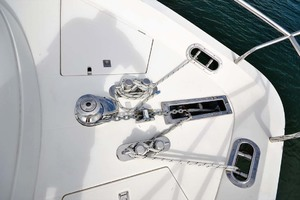 61' Viking Princess Sport Cruiser 2004 Windlass
