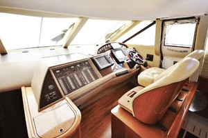 61' Viking Princess Sport Cruiser 2004 Helm