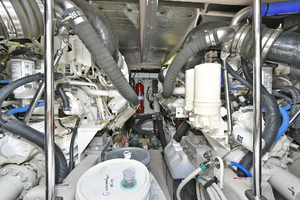 58' Sea Ray 580 Sedan Bridge 2009 Engine Room