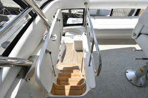 58' Sea Ray 580 Sedan Bridge 2009 Steps to Bridge