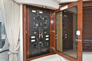 58' Sea Ray 580 Sedan Bridge 2009 Control Panel