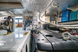 52' Absolute 52 Navetta 2017 Engine Room