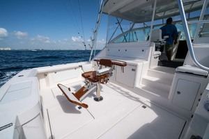 is a Cabo Express Yacht For Sale in Palm Beach Gardens-Cockpit-40