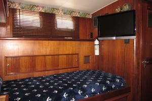 53' Hatteras Motoryacht 1978 GUEST AFT OUTBOARD