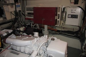53' Hatteras Motoryacht 1978 49 PORT ENGINE