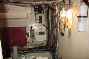53' Hatteras Motoryacht 1978 BATTERY CHARGER
