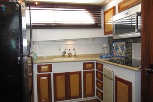 53' Hatteras Motoryacht 1978 GALLEY TO PORT