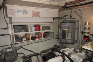 53' Hatteras Motoryacht 1978 PUMP HOT WATER
