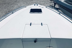 34' Venture Center Console 2004 Foredeck And Cabin Access