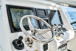 47' Intrepid 475 Sport Yacht 2015 Helm