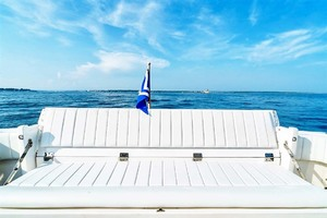47' Intrepid 475 Sport Yacht 2015 Transom Seat