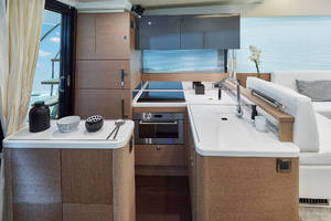 50' Prestige 500 Fly 2016 Galley