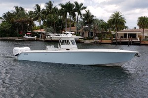38' Jupiter Center Console 2008 Starboard Profile