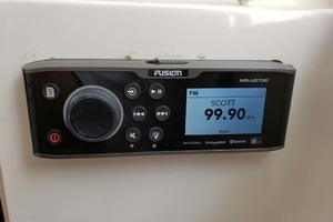 38' Jupiter Center Console 2008 Stereo