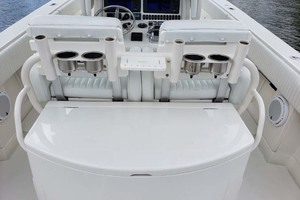 38' Jupiter Center Console 2008 Livewell