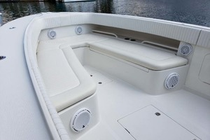 38' Jupiter Center Console 2008 Bow Seating And Storage