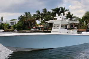 38' Jupiter Center Console 2008 Port Bow