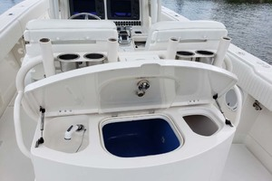 38' Jupiter Center Console 2008 Sink And Livewll