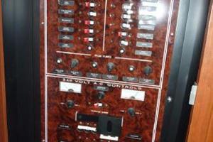43' Silverton 39MY 2005