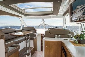 41' Cruisers 41 Cantius 2015 Upper Salon