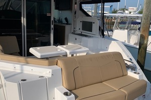 41' Cruisers 41 Cantius 2015 Transom Seating