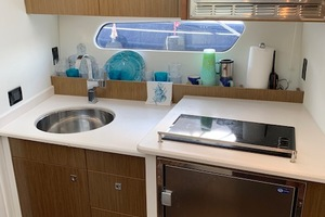 41' Cruisers 41 Cantius 2015 Galley
