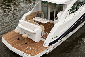 41' Cruisers 41 Cantius 2015 Cockpit