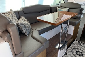 41' Cruisers 41 Cantius 2015 Dinette