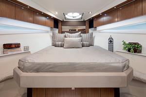 41' Cruisers 41 Cantius 2015 Master Stateroom