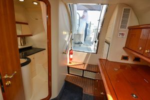 50' Sunseeker 48 Superhawk 1998 Cabin Entry