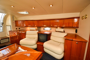 50' Sunseeker 48 Superhawk 1998 Seating Cabin