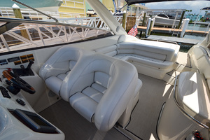 48' Sunseeker 48 Superhawk 1998 HelmCockpit