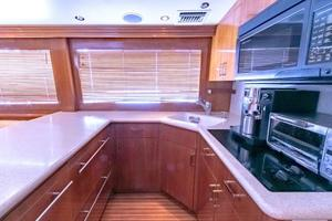 60' Hatteras Enclosed Bridge 2001