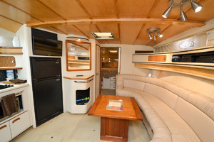49' Sea Ray 440 Sundancer 1994 Salon