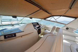 49' Sea Ray 440 Sundancer 1994 Helm Seating