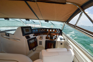 49' Sea Ray 440 Sundancer 1994 Helm Station